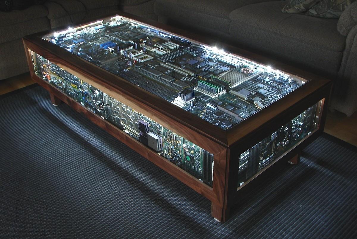 mainboard tisch. Black Bedroom Furniture Sets. Home Design Ideas